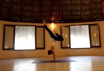 Handstand+3+-+Cabana